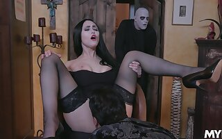 Astonishing whore Gia Vendetti does her best as she works on cock