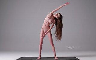 skinny fitness girl Leona naked solo