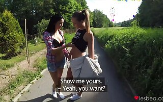 Foxxi Black opens her legs to be licked round outdoors by her friend