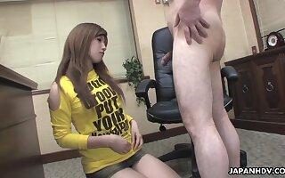 Grim Japanese hottie spreads legs wide get hairy pussy masturbated