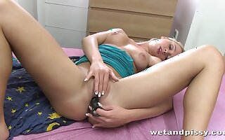 Pissing blonde nympho is quite happy to edict on her smelly slit