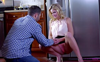 Defamatory cougar Jessa Rhodes teaches cute Lucy Doll how to ride a locate