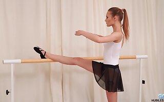 Kinky dancer Olivia Westsun drops her dress and masturabtes