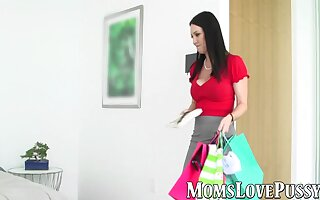 Stepdaughter gets her pussy massaged and licked by her mom