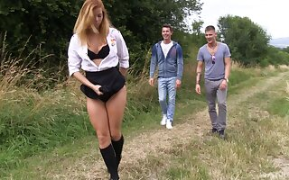 Hardcore outdoors threesome ends with a facial be proper of Chrissy Fox
